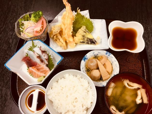 お刺身と天ぷらの定食   千円 (税込)