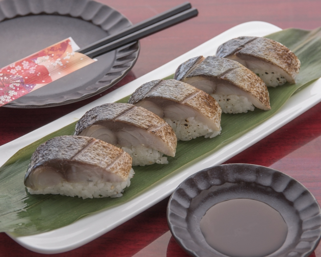 常連さんに人気の炙り鯖寿司