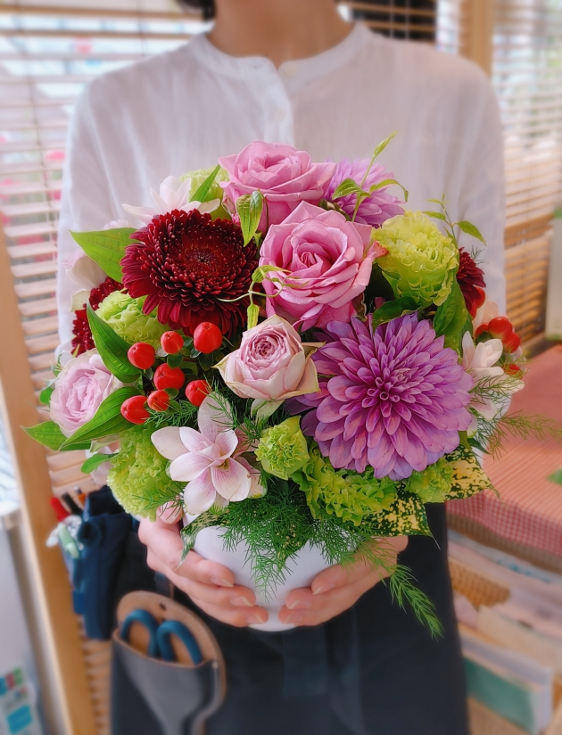 地元秦野産のお花を使ったアレンジメントです